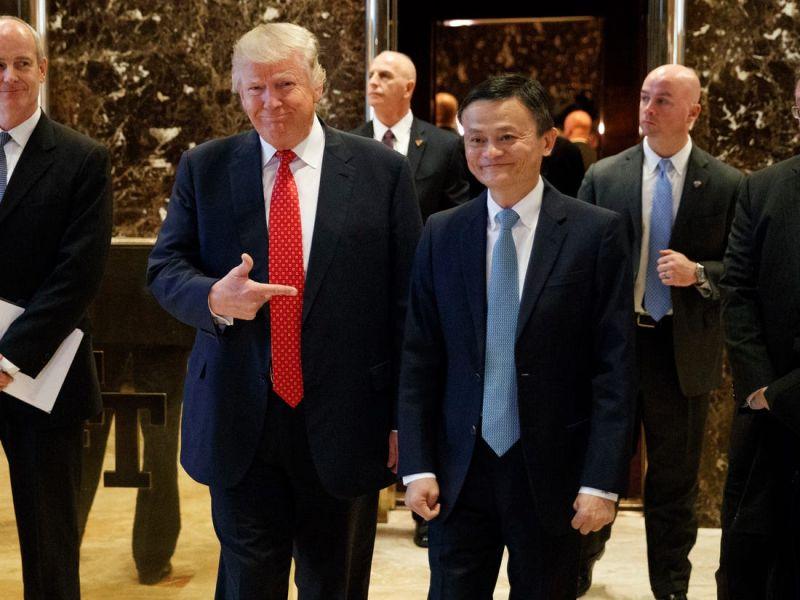 ▲川普表示考慮禁止阿里巴巴在美經營。美國總統川普(左)、阿里巴巴創辦人馬雲(右)。(圖/美聯社/達志影像)