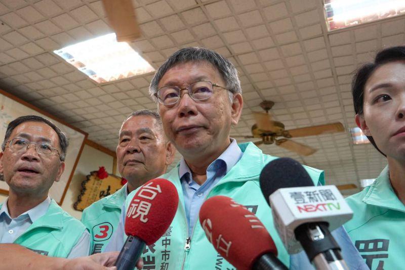 身兼台灣民眾黨主席的台北市長柯文哲,在高雄市長補選結束,民眾黨支持的候選人吳益政大敗後,引用國父的名言鼓勵黨要再努力,卻遭起底過去柯文哲曾稱國父10次革命的例子笨得可以。