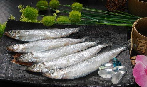 柳葉魚怎麼烤才不破皮黏網?饕客揭小技巧:愛吃燒肉必學