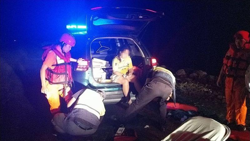 影/女學生困於彰化肉粽角海域 海巡即時搶救上岸