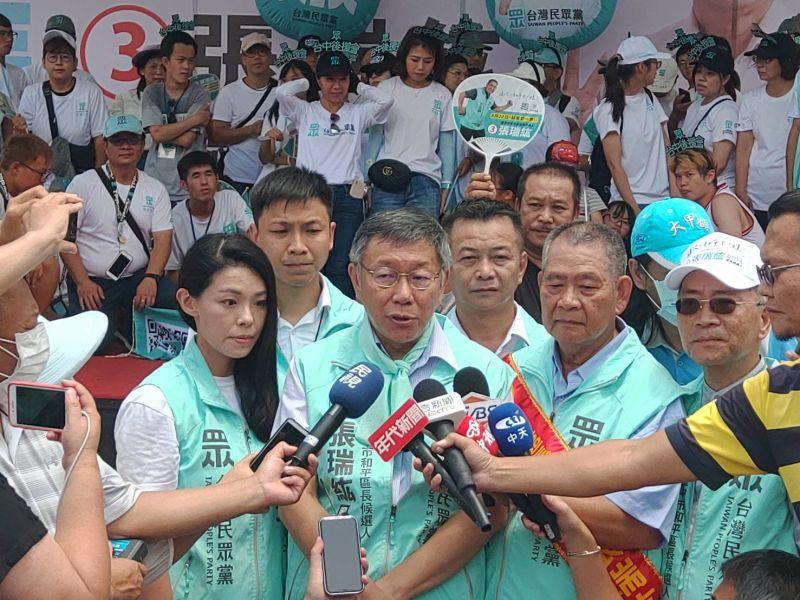 身兼台灣民眾黨主席的台北市長柯文哲,16日到台中和平區為區長補選拜票時,針對過去自己引用國父名言挨批失言,直言現在台灣政治「執政黨監督在野黨」實在太奇怪了。