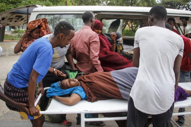 ▲索馬利亞 1 間海濱飯店, 16 日驚傳遭武裝份子攻擊,已造成 10 名平民身亡、 1 名警察殉職。(圖/美聯社/達志影像)