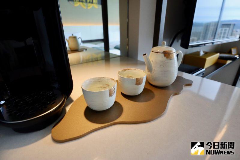 ▲房間使用的茶包、茶具都充滿台灣味。(圖/記者陳致宇攝)