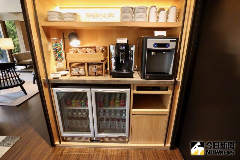 ▲ Lounge 提供飲品及小點心可供住客使用。(圖/記者陳致宇攝)