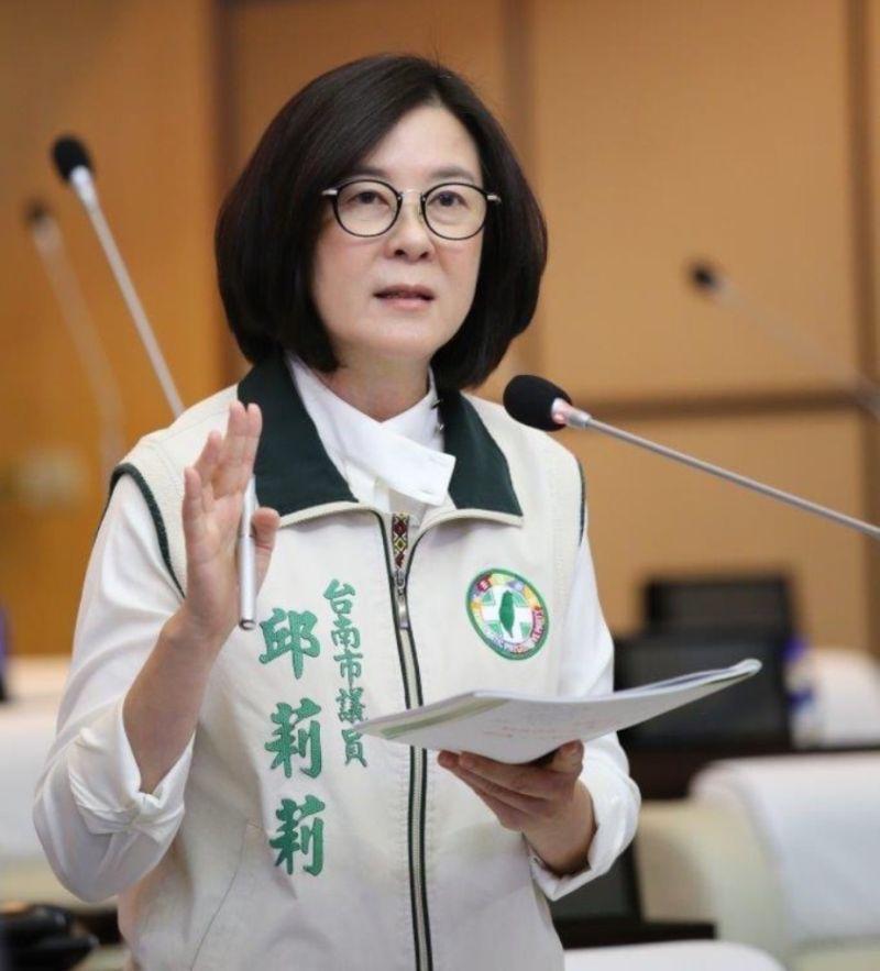 ▲台南市議會民進黨團總召邱莉莉怒斥,「台灣沒有一黨獨裁,只有國民黨全黨墮落」。(圖/民進黨團提供)