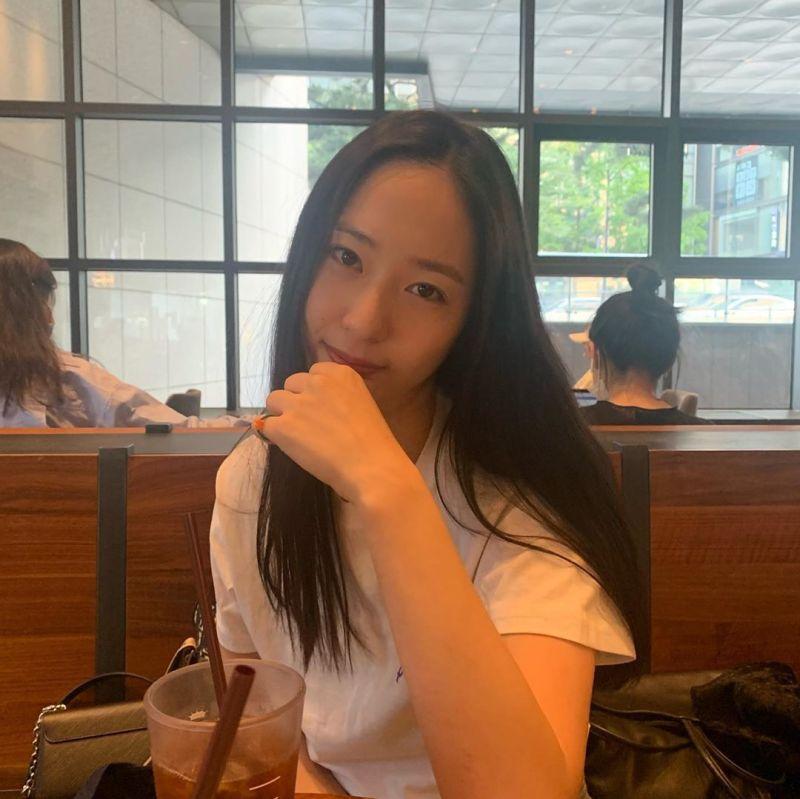 ▲▼Krystal(上)演歌雙棲,跟f(x)戰友、姊姊Jessica腳步離開「SM娛樂」。(圖/Krystal