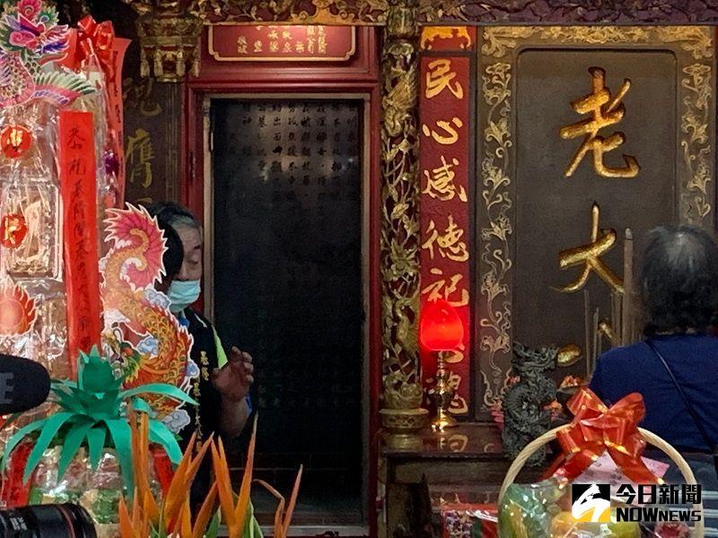 ▲基隆老大公廟19日開龕門,就是俗稱的鬼門開(圖/記者康子仁攝)