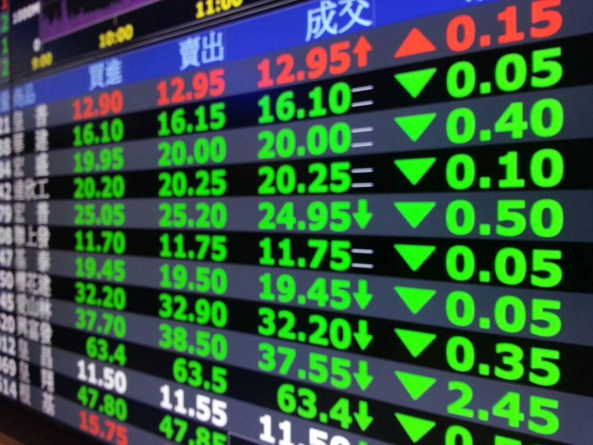 ▲台北股市今(1)日終場跌363點,跌幅2.14%,收在16570點,成交金額新台幣3396億元。(圖/NOWnews資料照片)