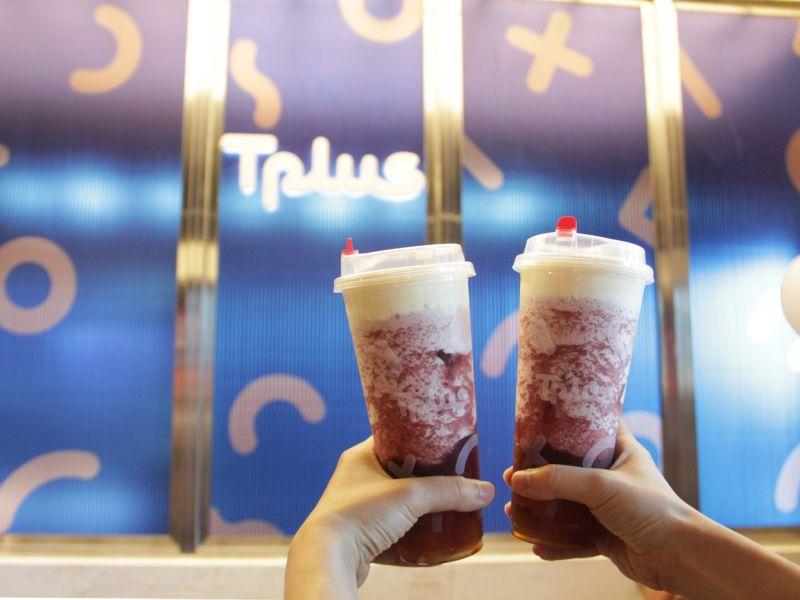 ▲本土炸雞業者與飲料聯名店推出21日起憑「XPark」水族館門票,消費滿2百即送手作茶系列一杯或甜心地瓜球。(圖/業者提供)