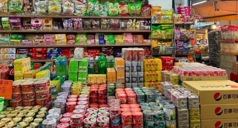 ▲一年一度的中元普渡來臨,不少婆媽又開始準備祭拜的供品,但到底哪間賣場好買呢?(圖/翻攝爆廢公社)