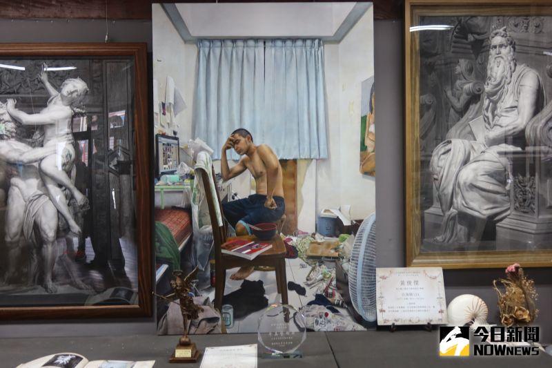 ▲鹿港青年畫家黃俊傑,以一個年輕人及他的房間進行創作,奪得第32屆奇美藝術獎。(圖/記者陳雅芳攝,2020.08.20)