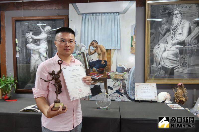 ▲鹿港青年畫家黃俊傑連年獲奇美藝術獎。(圖/記者陳雅芳攝,2020.08.20)