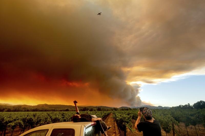 憂山火也憂疫情  煙塵加<b>高溫</b>加州禍不單行