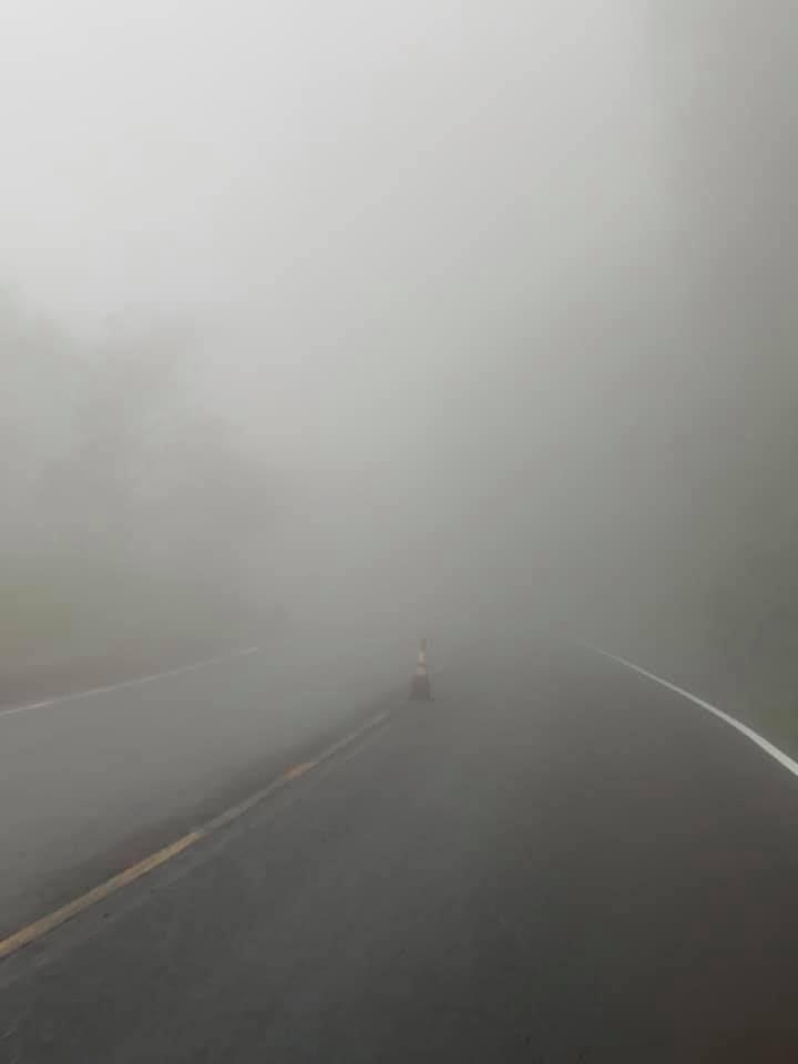 ▲網友在阿里山遇到大霧。(圖/翻攝自《爆廢公社》臉書)