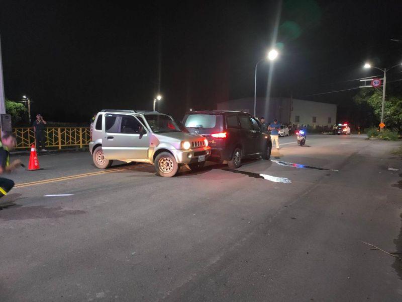 ▲警方以偵防車阻擋。(圖/記者陳聖璋翻攝)