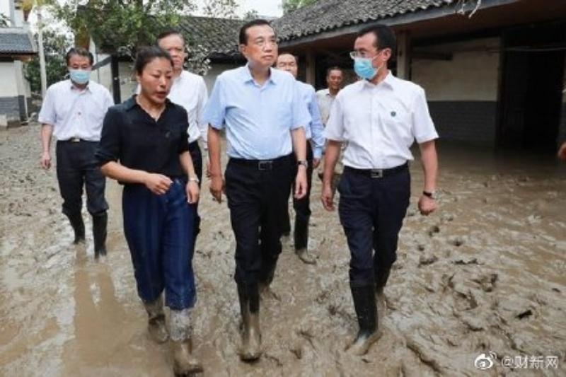 ▲中國國務院總理李克強近日赴重慶勘災。(圖/翻攝自微博)