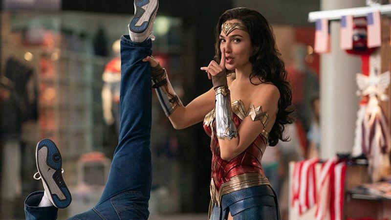 ▲▼神力女超人招牌武器「真言套索」超驚人。(影片截圖)