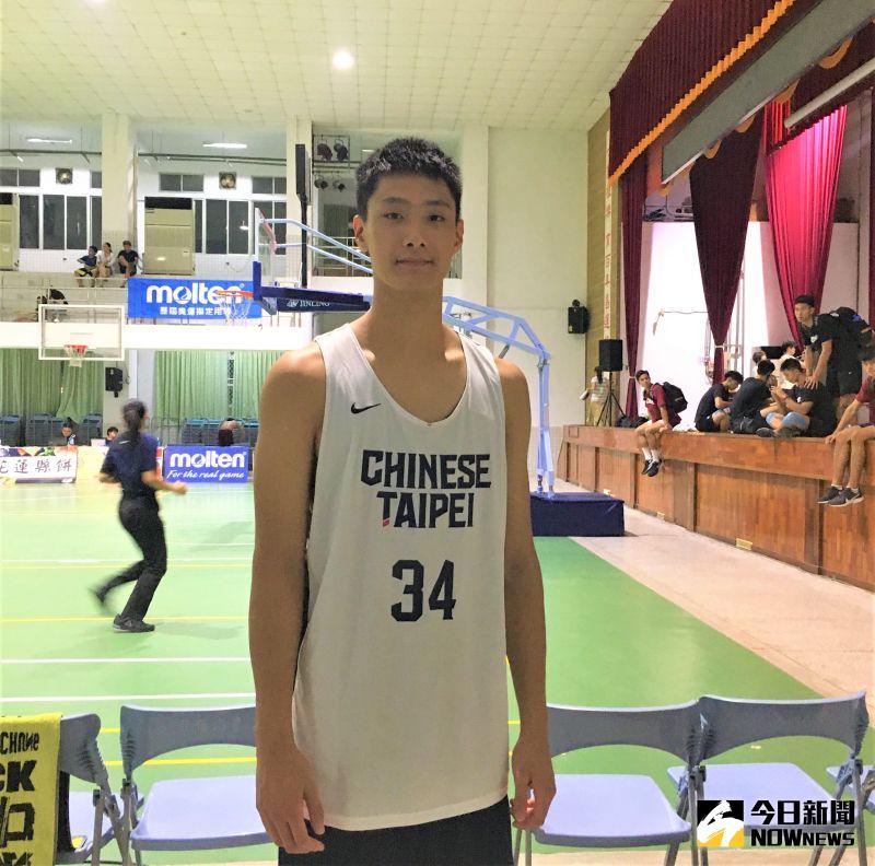 ▲畢業自松山高中的葛允增令U18中華男子籃球隊教練林正明印象深刻。(圖/鍾東穎攝