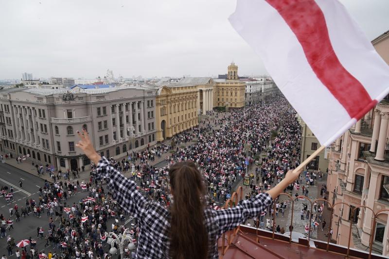 白俄首都再現示威 逾10萬人抗議總統魯卡申柯