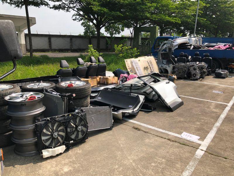 中南部警方聯手破獲南台灣最大竊車解體集團,不法獲利初估4、5千萬。