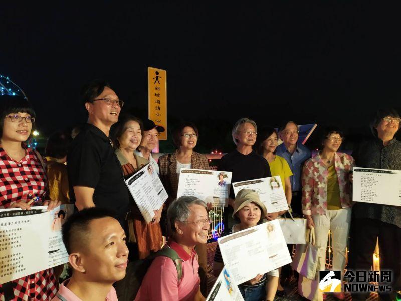 ▲14位詩人的情詩,將陪伴漫步幸福鵲橋的眾人。(圖/記者葉靜美攝,2020.08.24)