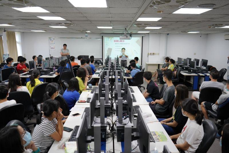 ▲鴻海暑期量子營開跑,邀請高中生領略量子未來科技。 (圖/鴻海教育基金會提供)