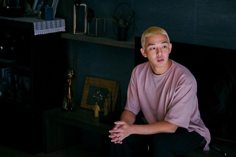 ▲▼片中,劉亞仁(上)與朴信惠聯手想辦法逃離喪屍公寓。(圖/Netflix)