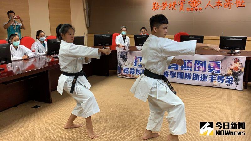 ▲旭光高中空手道隊現場表演跆拳道。(圖/記者陳惲朋攝)