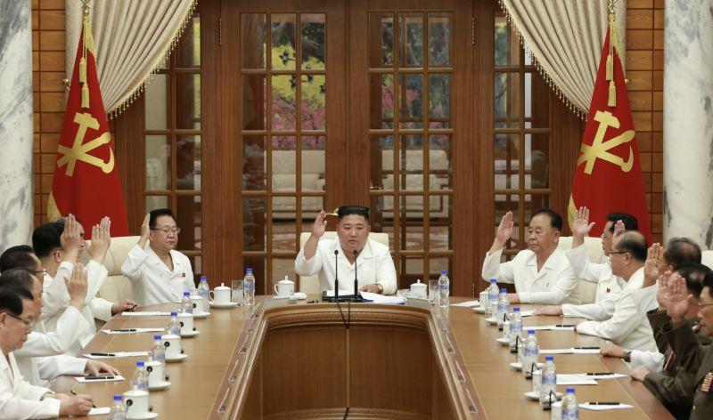 金正恩遭爆昏迷後主持會議 檢討防疫工作漏洞