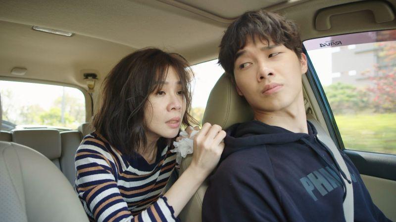 ▲謝盈萱(左)與小嘉玲競爭迷你劇集女主角。(圖