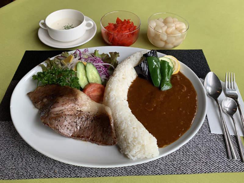 日本餐廳推「水壩咖哩飯」!土木專家卻吐槽:醬汁倒錯邊