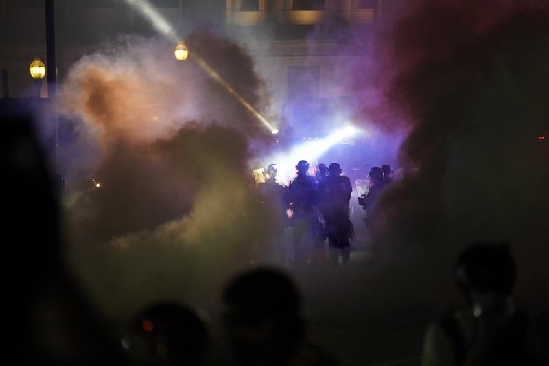 ▲美國威斯康辛州基諾沙市發生非裔男子遭警方開7槍重傷事件,引爆連日抗議。(圖/美聯社/達志影像)