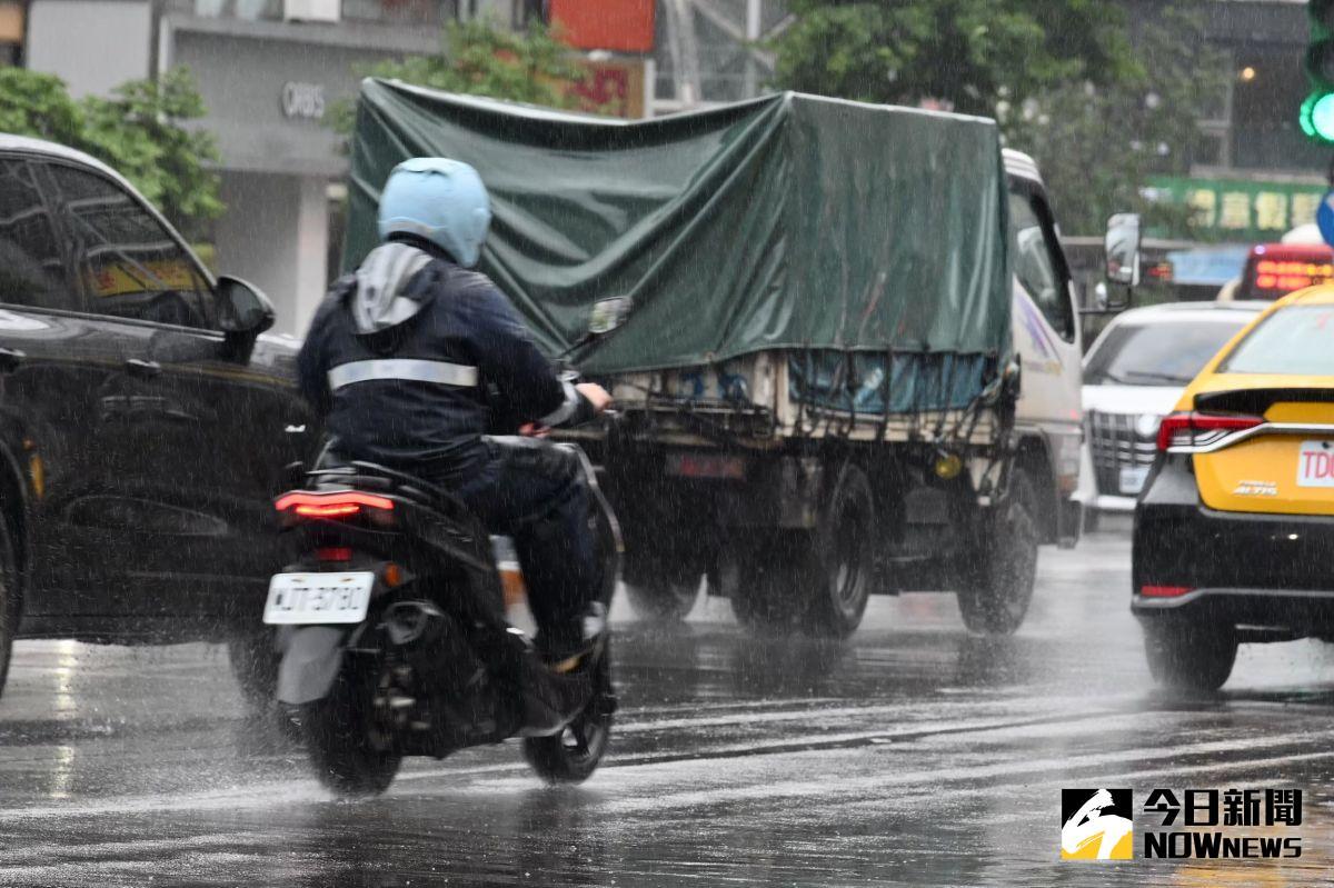▲圓規颱風來勢洶洶,北東地區今天上午依舊會下豪大雨。(示意圖/NOWnews資料照)