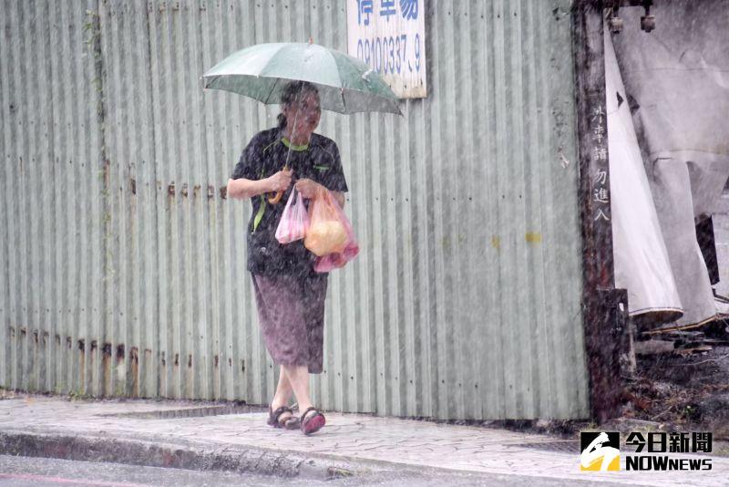 颱風尾持續發威!雷雨彈襲全台 18縣市豪大雨特報