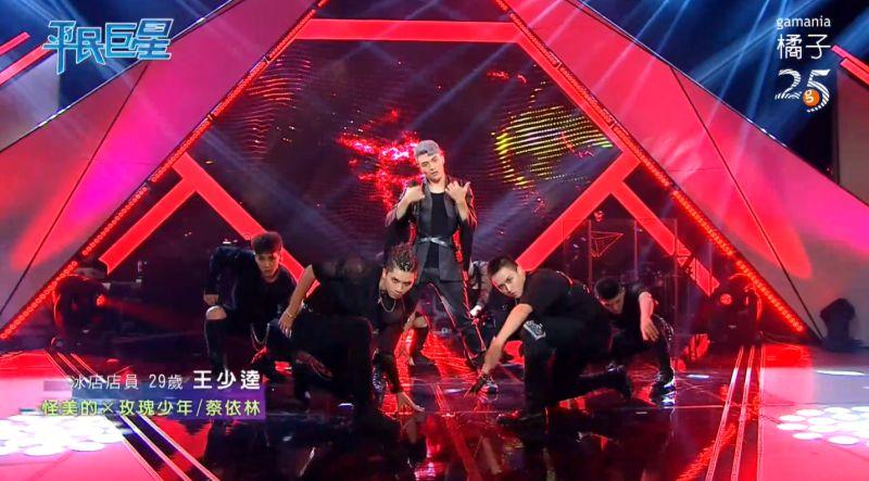 ▲王少逵結合歌聲及舞蹈,帶來精彩表演。(圖