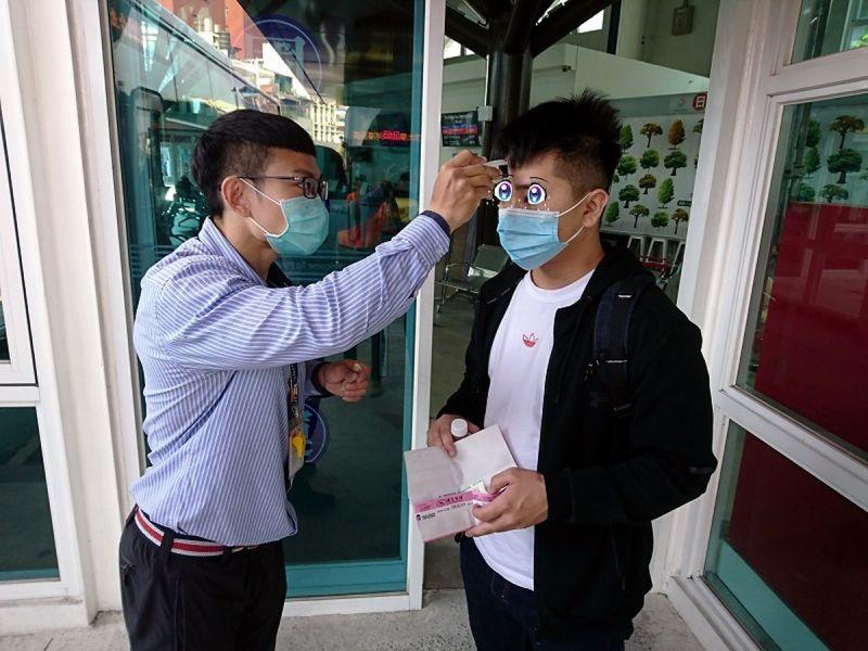 國內疫情有<b>升溫</b>趨勢民眾搭公車不戴口罩 司機可拒載