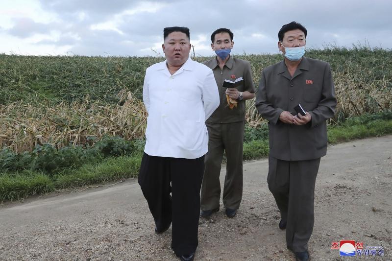 憂颱風過境釀災 金正恩<b>視察</b>北韓最大糧倉