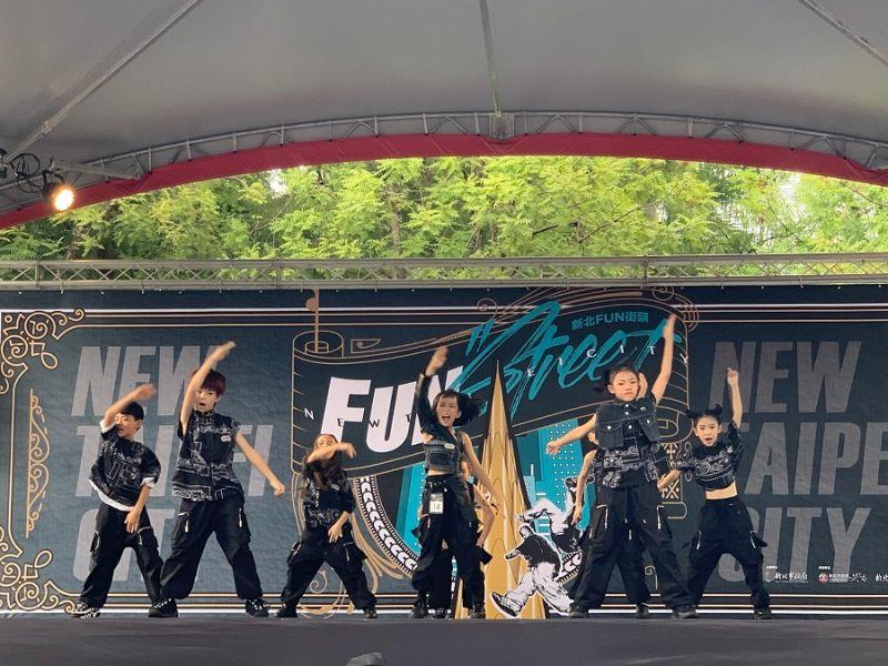 兩百組<b>街舞</b>高手齊聚板橋車站尬舞 新北FUN街頭開打預賽