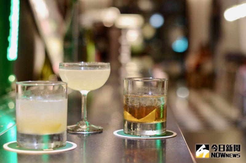 ▲飯店推出調酒小講堂,教導民眾製作屬於自己的調酒。(圖/記者陳致宇攝)