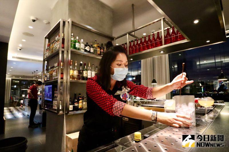 ▲飯店 9 月 5 日起推出 6 堂「進階調酒小講堂」,將由亞洲品牌首席調酒師 Jay Liao 帶領民眾學習專業調酒課程。(圖/記者陳致宇攝)