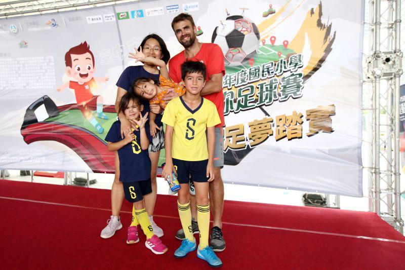 ▲外籍教練Lukas全家都愛足球。(圖/迷你足球協會提供)