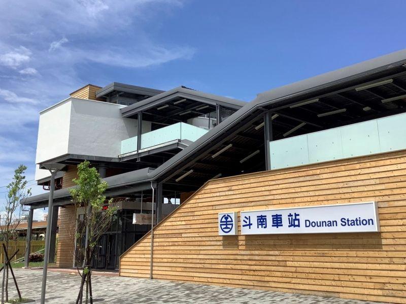 網美<b>車站</b>!木藝意象融入設計 斗南新跨站式站房5日啟用