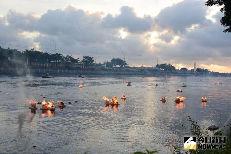 鹿港地藏王廟放水燈