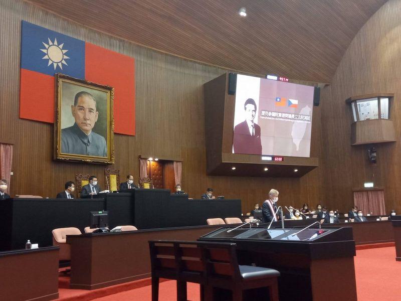 ▲捷克議長韋德齊在立法院議會演講,以中文說「我是台灣人」,此典故來自甘迺迪。(圖/取自立委邱顯智臉書)