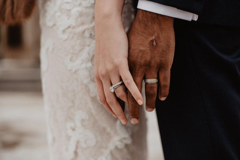 ▲結婚一生最重要的時刻之一,網友也提出疑問,「結婚能沒有婚戒嗎?」(示意圖/翻攝自《pexels》 )
