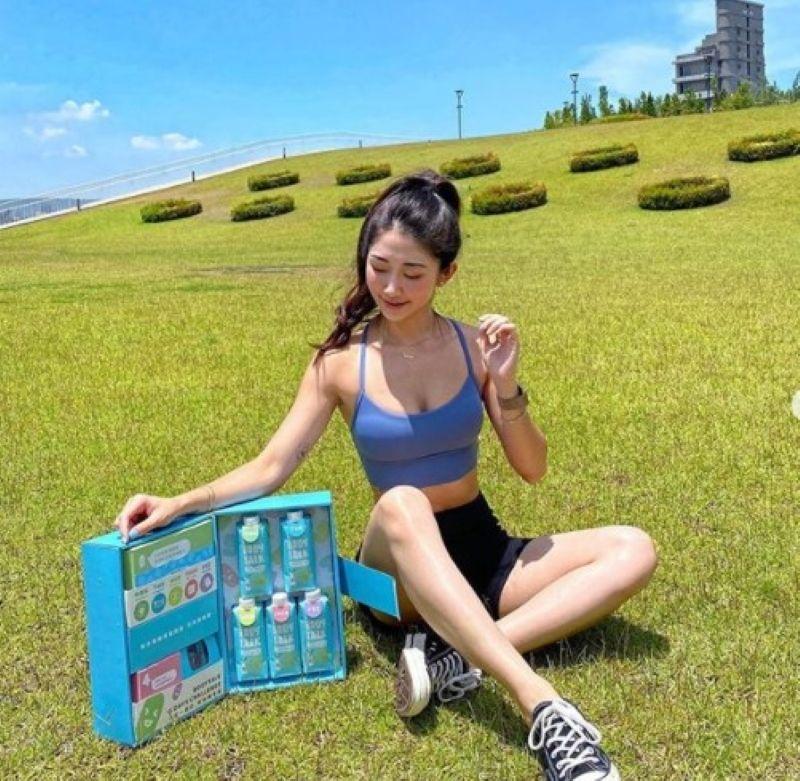 ▲ Vivia Liao認為「放一箱纖奶在家裡,出門訓練時隨身攜帶一瓶非常方便!」(圖/取自IG @vvaliao)