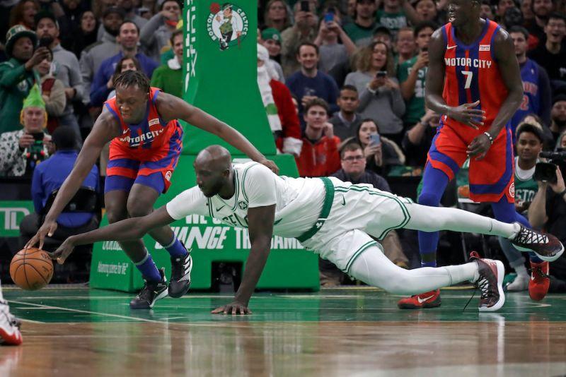 NBA/隊友幫綠衫軍巨人上游泳課 球迷:他哪需要?