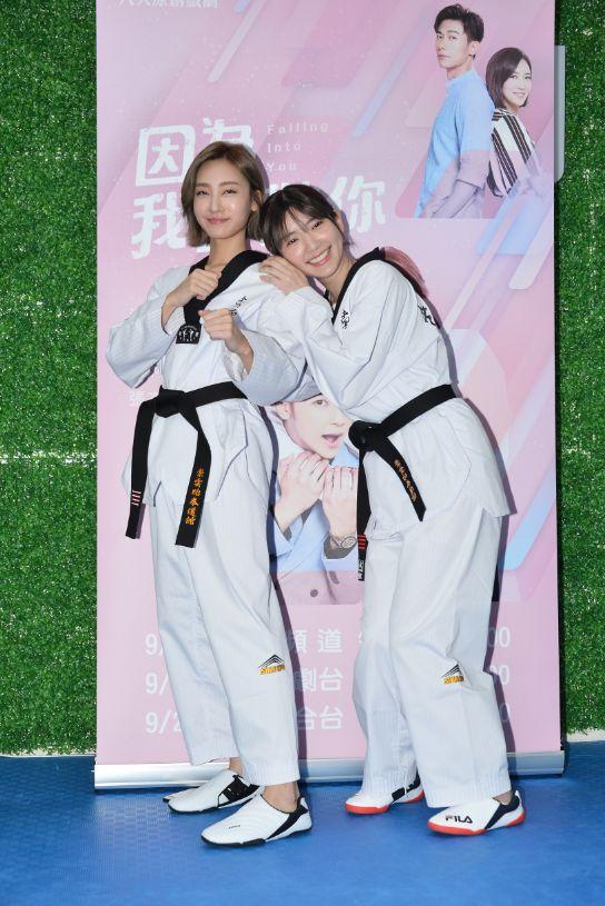 ▲郭雪芙、席惟倫(左)在劇中飾演跆拳道選手。(圖/八大提供)