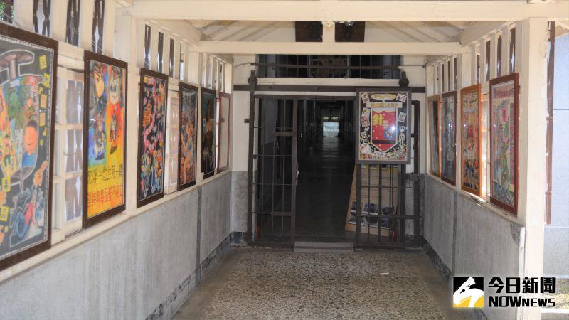 ▲以牢房為背景的特展區。(圖/記者郭政隆攝影2020.9.2)