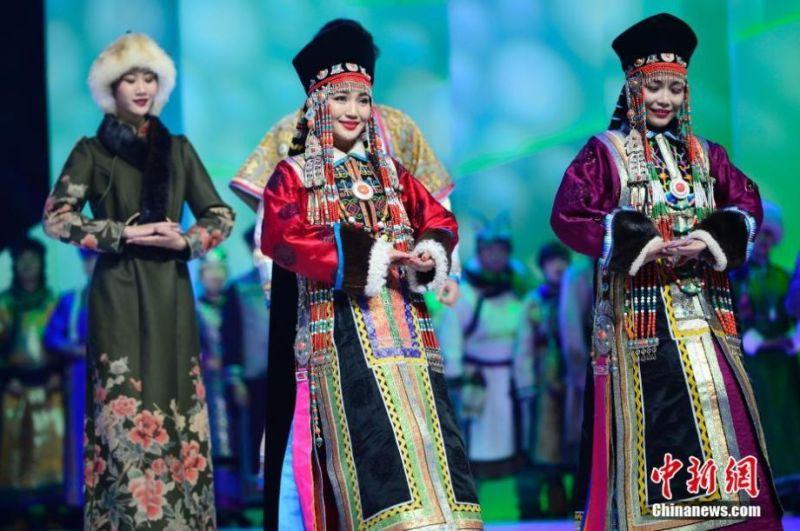 ▲蒙族傳統服飾。(圖/翻攝自中新網)